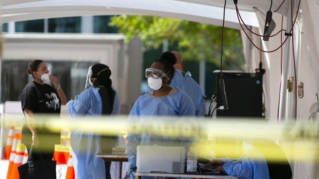 ABDde salgından ölenlerin sayısı 306 bini geçti