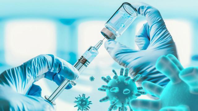 Türkiyede 10 binin üzerinde gönüllüye aşı uygulandı