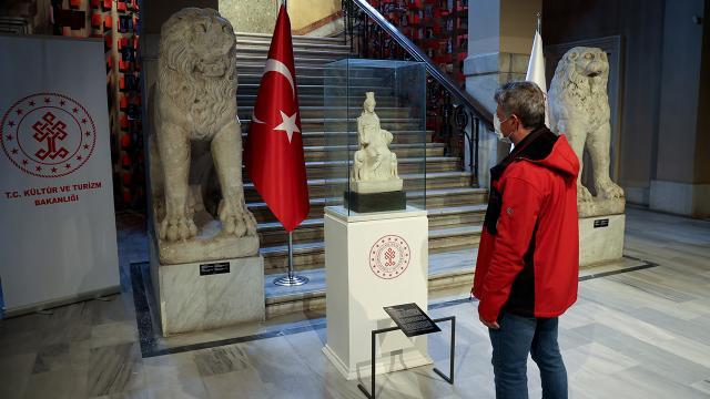 1700 yaşındaki Kybele heykeli ziyaretçileriyle buluştu