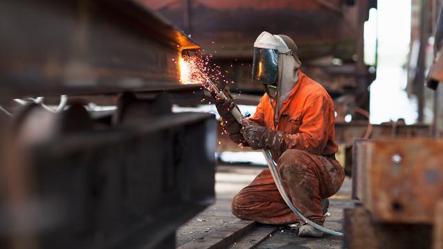 Sanayi sektörünün istihdama katkısı sürüyor