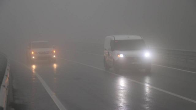 Bolu Dağında sağanak ve sis nedeniyle görüş mesafesi 25 metreye kadar düştü