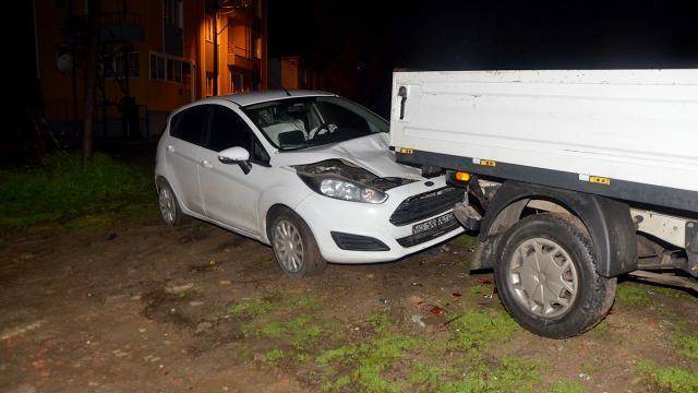 Sokağa çıkma kısıtlamasını ihlal eden kişi, polisten kaçarken kaza yaptı