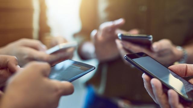 """Belçika istihbaratından akıllı telefonlarda """"casusluk riski"""" uyarısı"""