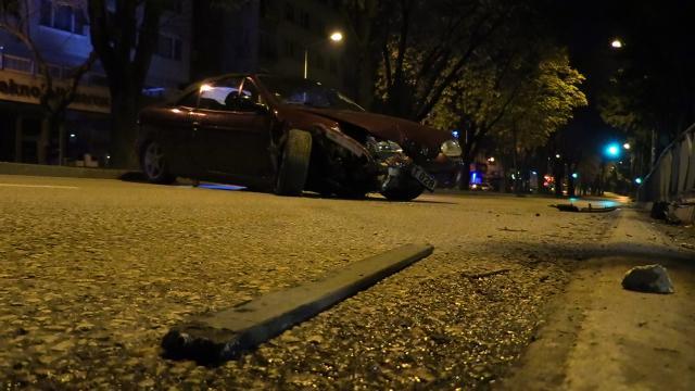 Alkollü sürücü boş yolda kaza yaptı