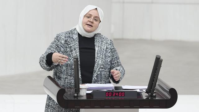 Bakan Selçuk: 146 kadın konukevimizde kadınlarımıza destekçi oluyoruz
