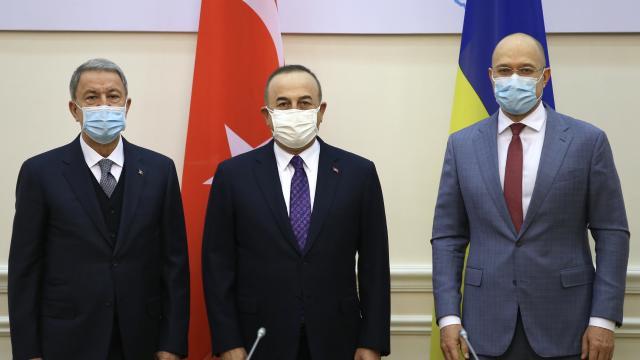 Bakan Akar ve Çavuşoğlu, Ukrayna Başbakanı Şmıgal ile görüştü