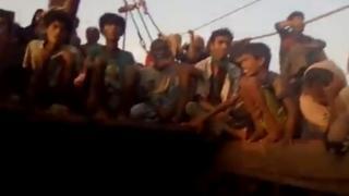 Arakanlıları taşıyan teknedeki şiddetin görüntüleri ortaya çıktı