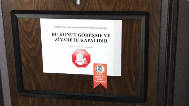 Balıkesirde vaka görülen evlere ziyarete kapalı yazısı asıldı