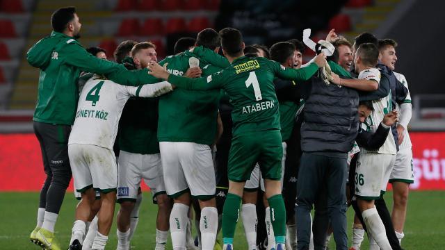 Bursasporun gençleri takımlarını üst sıralarda tutuyor
