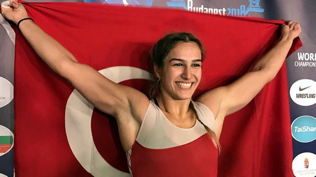 Buse Tosun Çavuşoğlundan Dünya Şampiyonasında bronz madalya