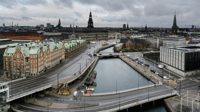 Danimarkada koronavirüs tedbirlerinin süresi uzatıldı
