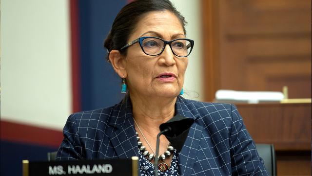 Bidenın İçişleri Bakanı Debra Haaland olacak