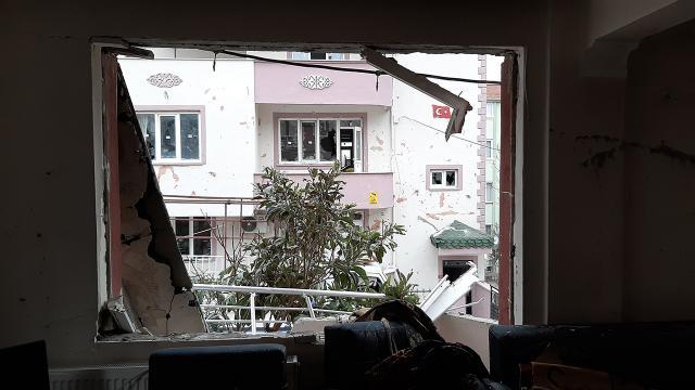 Balıkesirde 3 katlı binada doğal gaz patlaması