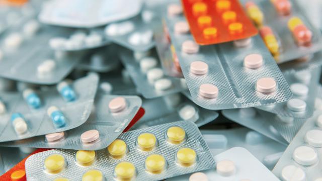 Lübnanda akaryakıttan sonra depolarda saklanan ilaçlara da el konuldu