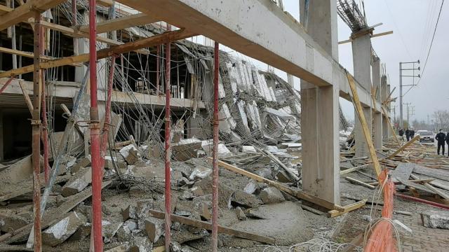 Bursada inşaat kalıbı çöktü: 4 yaralı