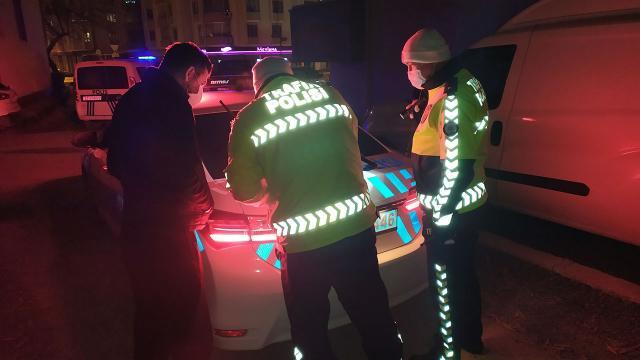 Kısıtlamaya uymayan alkollü sürücüler denetim noktasında yakalandı