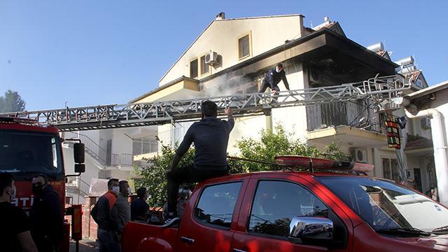 Evde çıkan yangında bir kişi hayatını kaybetti