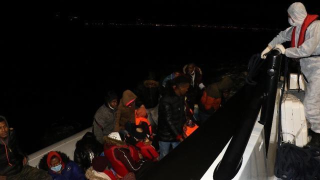 Arızalanan bottaki 23 sığınmacı kurtarıldı