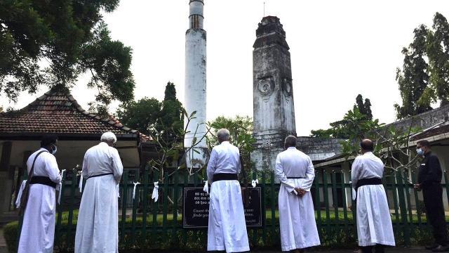 Hristiyan din adamlarından koronavirüsten ölenlerin cenazelerinin yakılmasına tepki