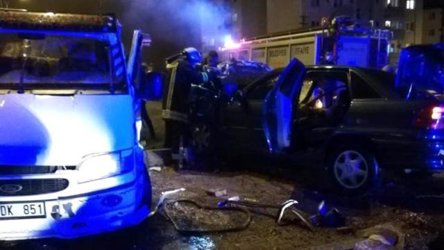 Kırşehirde kamyonet ile otomobil çarpıştı: 3 yaralı