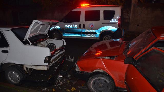 Ehliyetsiz ve alkollü sürücü 3 araca çarptıktan sonra yakalandı