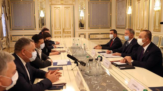 Bakan Akar ve Çavuşoğlu, Ukrayna Devlet Başkanı Zelenskiy ile görüştü
