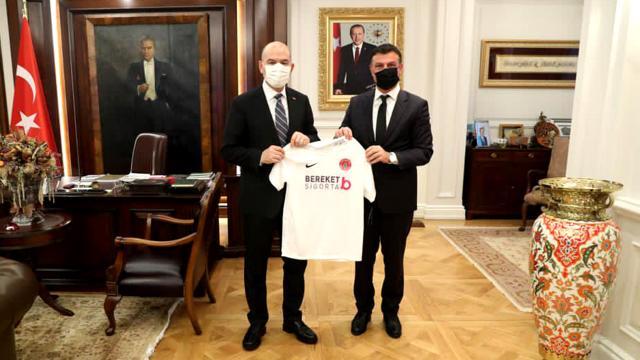 İçişleri Bakanı Soylu, Ümraniyespor Kulübü Başkanı Aksarı kabul etti