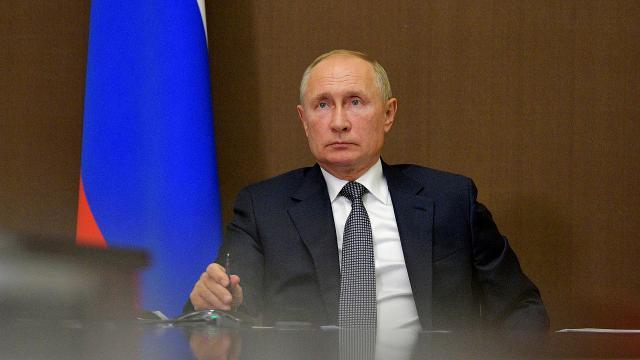 Putin, devlet başkanlarına tam dokunulmazlık veren yasayı onayladı