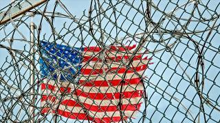 Haksız yere hapis yatan 2 siyahiye 75 milyon dolar tazminat ödenecek