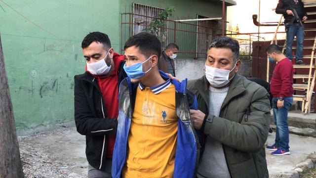Adanada polise silah çeken 4 şüpheli gözaltına alındı