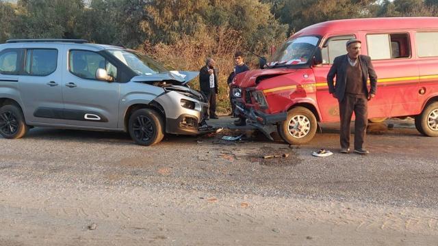 Minibüs ile filyasyon ekibini taşıyan araç çarpıştı: 5 yaralı