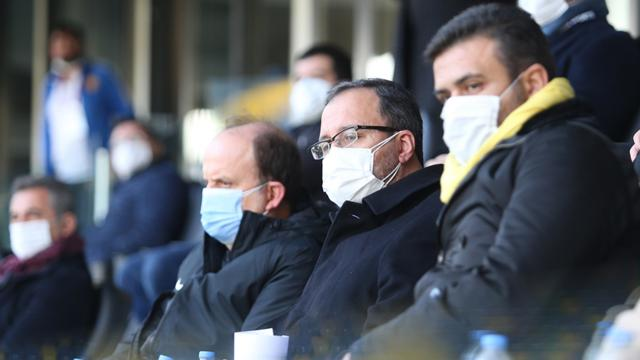 Bakan Kasapoğlu Ankara derbisini izledi