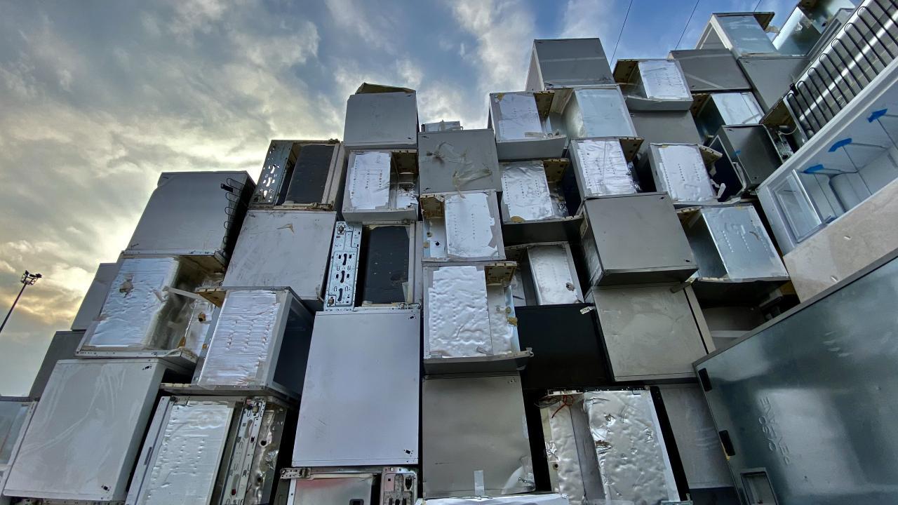 Manisa'daki buzdolabı geri dönüşüm tesisinde atıklar çevreye kazandırılıyor
