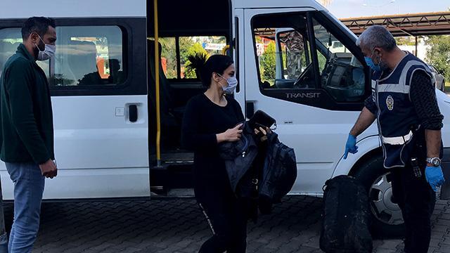 Durdurulan minibüsten 17 düzensiz göçmen çıktı