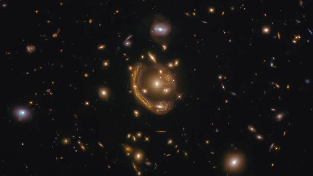 Hubble Uzay Teleskobu Einstein halkasını görüntüledi