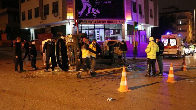 Gaziantepte ambulans ile hafif ticari araç çarpıştı: 4 yaralı