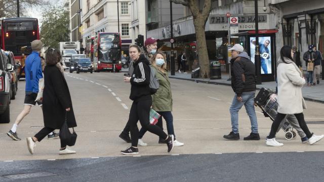 İngilterede vaka ve ölü sayılarında düşüş devam ediyor