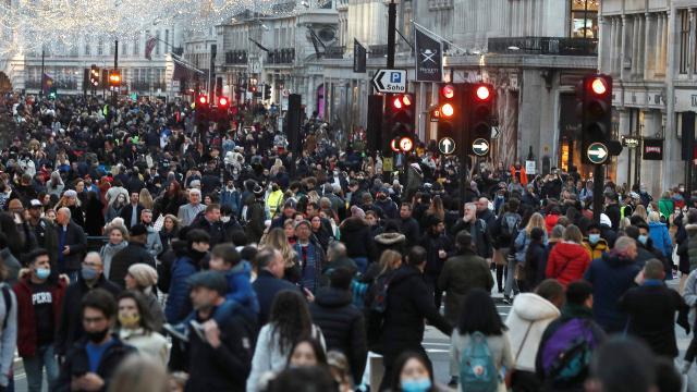 İngilterede son 44 günün en düşük vaka sayısı görüldü