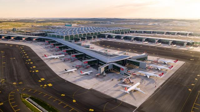 İstanbuldaki havalimanlarından 11 ayda 37,5 milyon yolcu uçtu