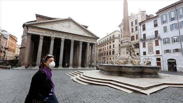 İtalyada son 24 saatte 553 kişi hayatını kaybetti