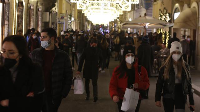 İtalyada son 24 saatte 420 kişi koronavirüsten öldü
