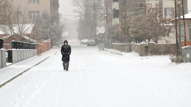 Yurdun birçok şehri beyaza büründü