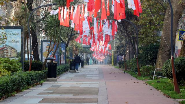 Kocaelide tedbirlere uymayan 235 kişiye para cezası