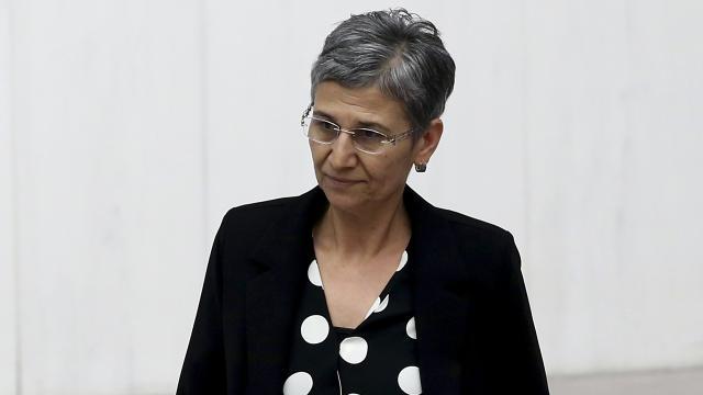 HDPli Leyla Güven Diyarbakırda gözaltına alındı