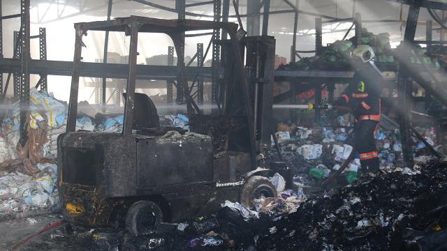Başkentte market zincirinin deposunda yangın