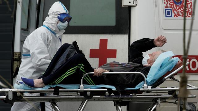 Rusyada günlük vaka ve ölümlerde rekor artış