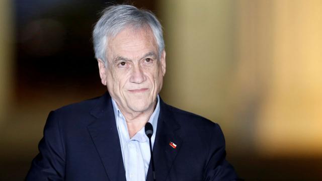 Şili Devlet Başkanı Pineraya maskesiz gezdiği için para cezası kesildi