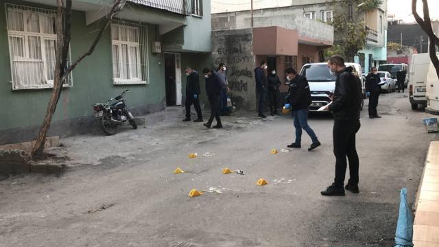 Adanada sokakta ses bombası patladı