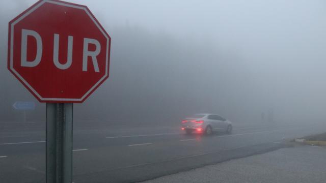 Bolu Dağında sis ve sağanak sürücüleri zorladı