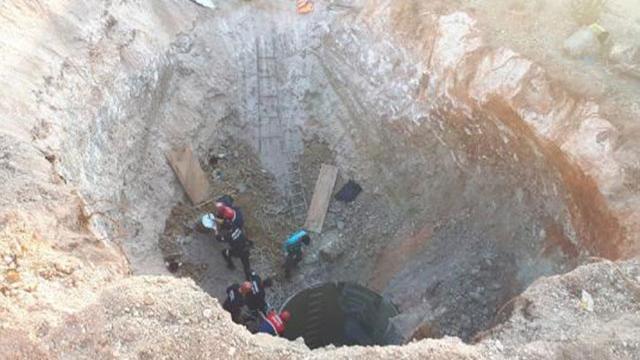 Adanada göçük altında kalan 2 işçiden 1i öldü